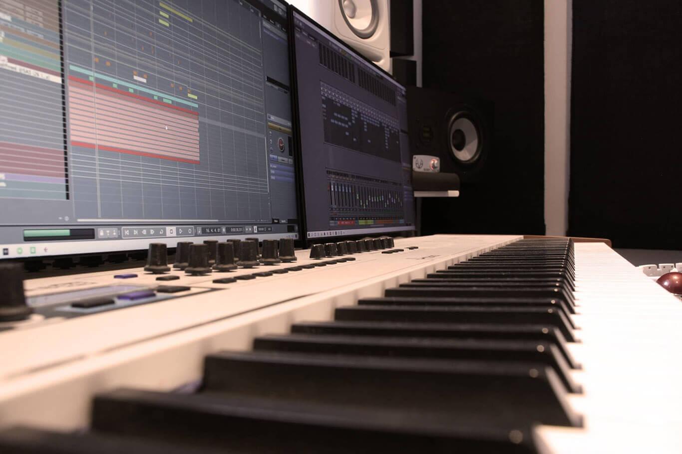 Saw And Sine Studio